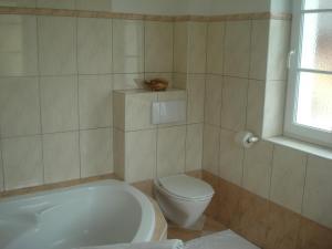 A bathroom at Landhaus Ferk
