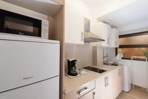 A kitchen or kitchenette at Las Palmas Urban Center