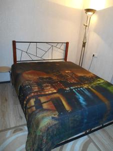 A bed or beds in a room at Apartments at Chernyakhovskogo 18