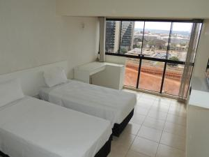 A bed or beds in a room at Brasilia Apart Hotéis