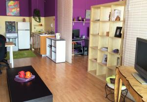 A kitchen or kitchenette at Grand Studio Style Loft, Carré d'Or