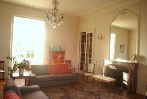 A seating area at Chateau De Piedouault