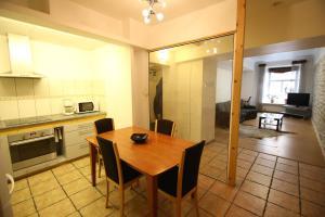 Majoituspaikan Viru Old Town Apartment keittiö tai keittotila
