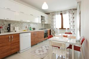 A kitchen or kitchenette at Halkali Ocean Residence