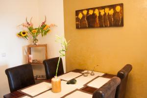 Ein Restaurant oder anderes Speiselokal in der Unterkunft Grüne Insel