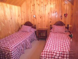 Een bed of bedden in een kamer bij Hualcupen Complejo Turistico