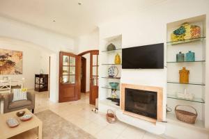 A television and/or entertainment center at Refuge Holiday Homes | Villa Nola