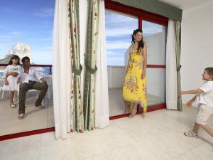 Guests staying at Apartamentos Amatista Unitursa