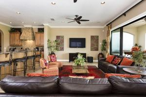 Uma área de estar em Reunion Resort Villa W127