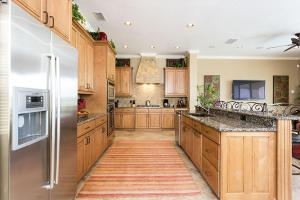 A cozinha ou kitchenette de Reunion Resort Villa W127