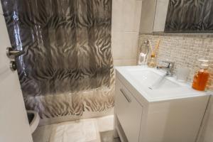 A bathroom at Avda Santa Fe