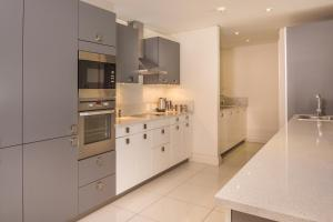 A kitchen or kitchenette at Lawhill Luxury Apartments - V & A Waterfront