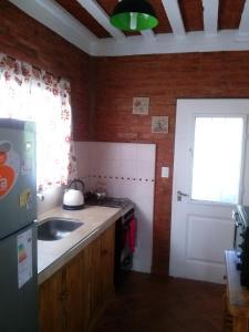 Una cocina o kitchenette en La Posta y Los Cardones