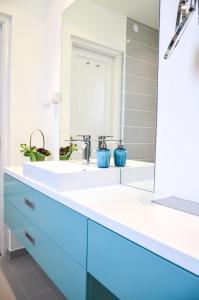 Ein Badezimmer in der Unterkunft Blue Luxury Apartment