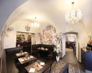 A restaurant or other place to eat at Apartments Pushkin