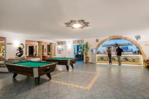 A pool table at Ekaterini Hotel