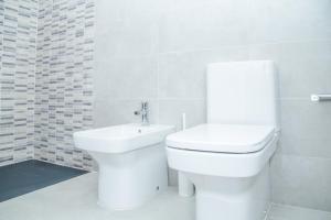 Ein Badezimmer in der Unterkunft Barcelonaforrent Urban Town Suites