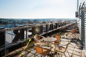 Un balcón o terraza de Forenom Apartments Stockholm Kista