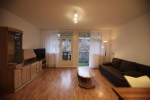 A seating area at Appartement Stroveer