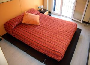 A bed or beds in a room at Sealand Apartment