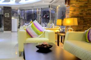 The lounge or bar area at Villa Misk Suites