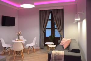 The lounge or bar area at Toop Apartamenty