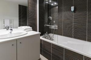 Salle de bains dans l'établissement Lagrange Apart'Hotel Strasbourg Wilson