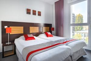 מיטה או מיטות בחדר ב-Lagrange Apart'Hotel Strasbourg Wilson