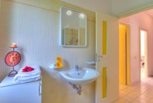 A bathroom at Villaggio Riva Musone