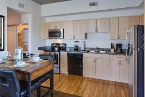 A kitchen or kitchenette at Stay Alfred on 7th Avenue