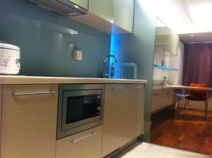 A kitchen or kitchenette at Beijing Haisheng International Apartment