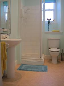 A bathroom at Palace Residential Lets