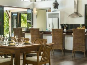 A restaurant or other place to eat at Villa Galanga by Krabi Villa Company