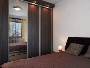 Łóżko lub łóżka w pokoju w obiekcie Apartamenty Urocza 5