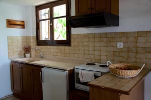A kitchen or kitchenette at Villa Anna