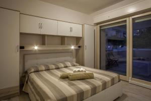 A bed or beds in a room at Residences del teatro