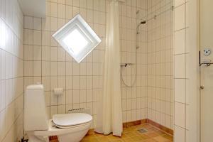 Et badeværelse på Klitgården Apartment