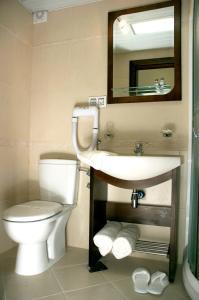 A bathroom at Vila Pina