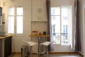 A kitchen or kitchenette at Renovated Studio for 2