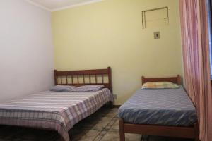 A bed or beds in a room at Casa da Fran