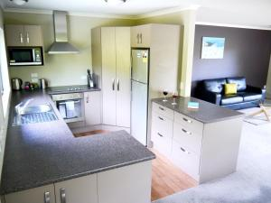 A kitchen or kitchenette at Franz Josef Treetops