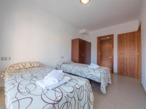 A bed or beds in a room at Apartamentos AR Family Espronceda
