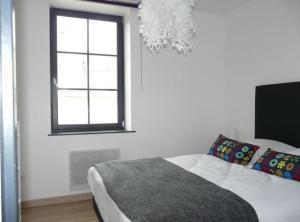 Uma cama ou camas num quarto em Les Mini-lofts de Paul et Virginie