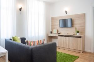 Antim Boutique Apartments tesisinde bir oturma alanı