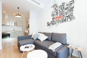 Uma área de estar em You Stylish Vale Apartments