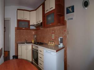 A kitchen or kitchenette at Apartments Mia