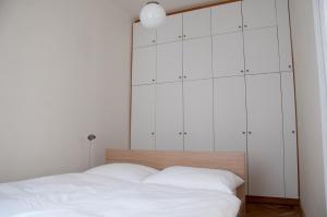 Ein Bett oder Betten in einem Zimmer der Unterkunft Apartment Hirsch I