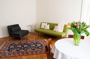 Ein Sitzbereich in der Unterkunft Apartment Hirsch I