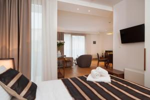 Uma TV ou centro de entretenimento em Residence by Vestibul Palace