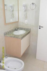 Un baño de Apartamento em Praias Brancas Apart